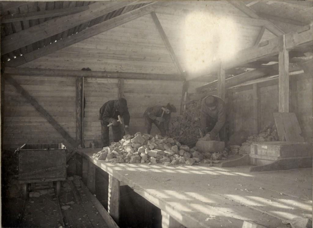 Her arb. Henry Paulsen fra J.bekken. (På forsiden.) Fotograf: J. H. Wennberg, Tromsø. Statsarkivet i Tromsø.