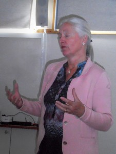Seniorrådgiver Ellen Røsjø fra Riksarkivet fortalte både om helhetlig samfunnsdokumentasjon og minoritetsarkiver i Oslo.